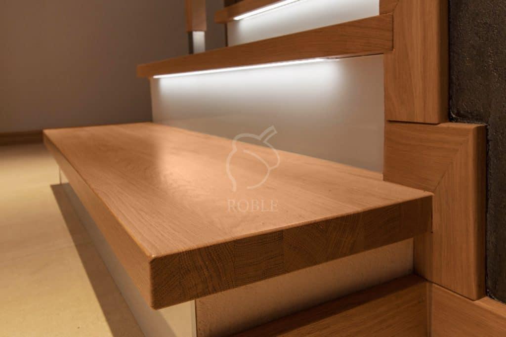 schody drewniane z podstopniami szklanymi