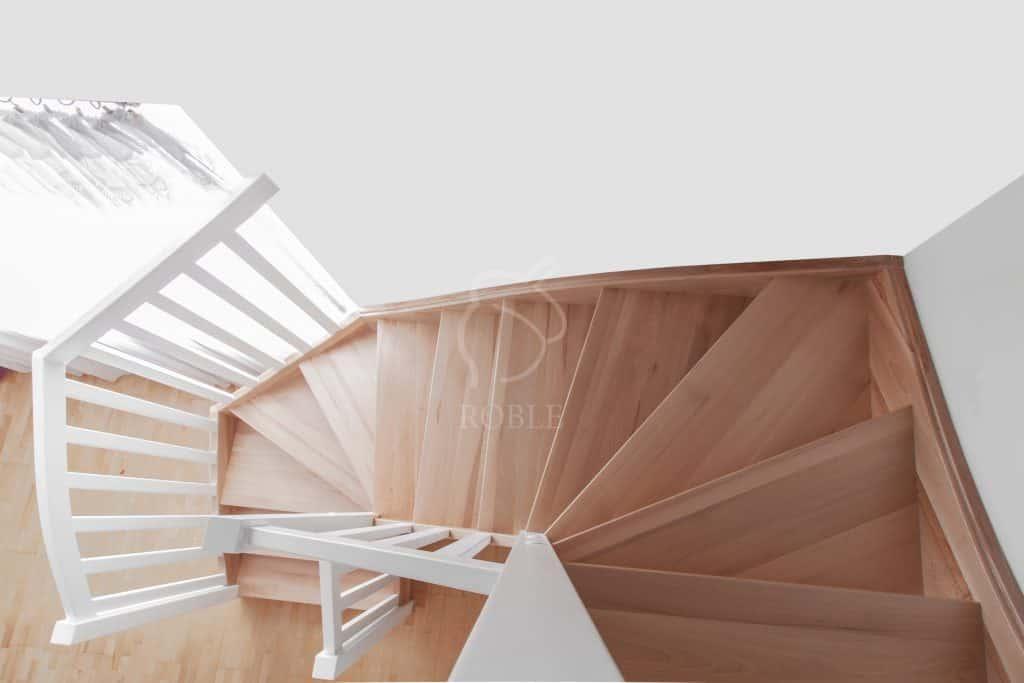 schody drewniane z zabiegiem