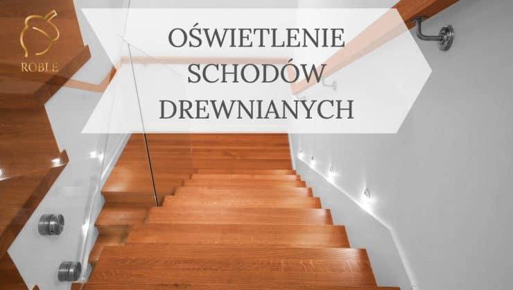 światło przy schodach drewnianych