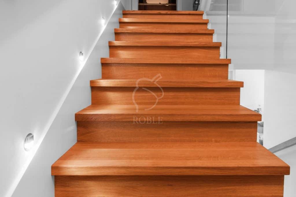 oświetlenie boczne schodów