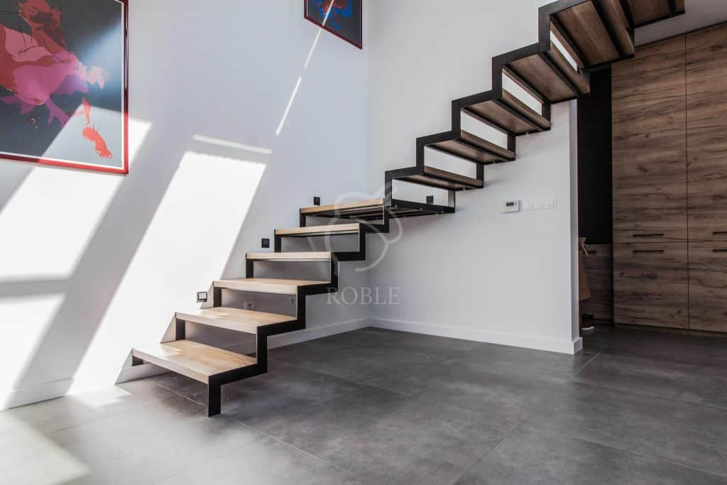 schody drewniane ażurowe