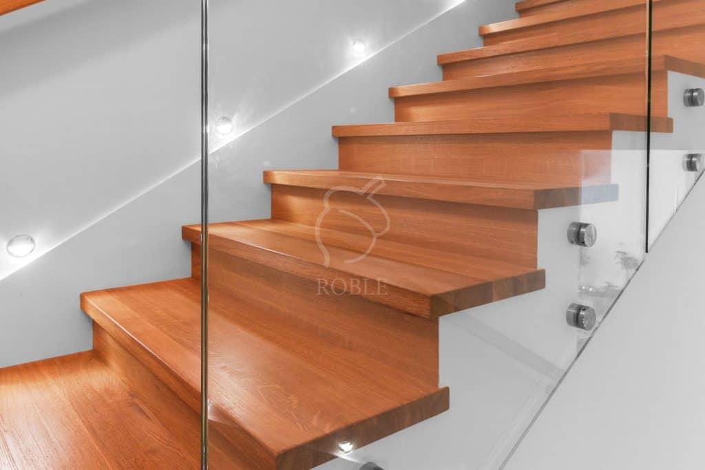 schody drewniane na beton ze szkłem