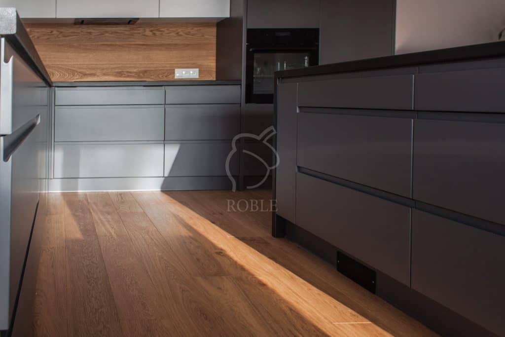 podłoga drewniana w kuchni